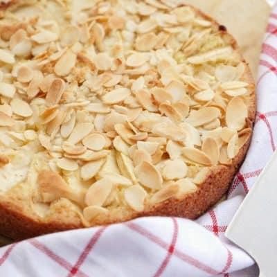 Saftig äppelkaka med mandelmassa