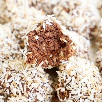 Krämiga chokladbollar med rostad kokos