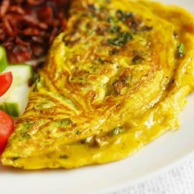 omelett med grönkål och champinjoner