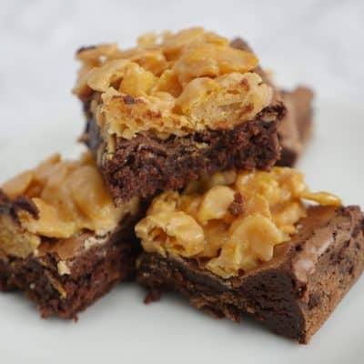 Brownie med cornflakestäcke