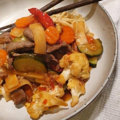 Wok med biff och grönsaker