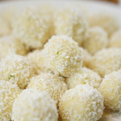 Kokosbollar med vitchoklad och lime (snöbollar)