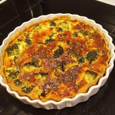 paj med broccoli och kalkonskinka
