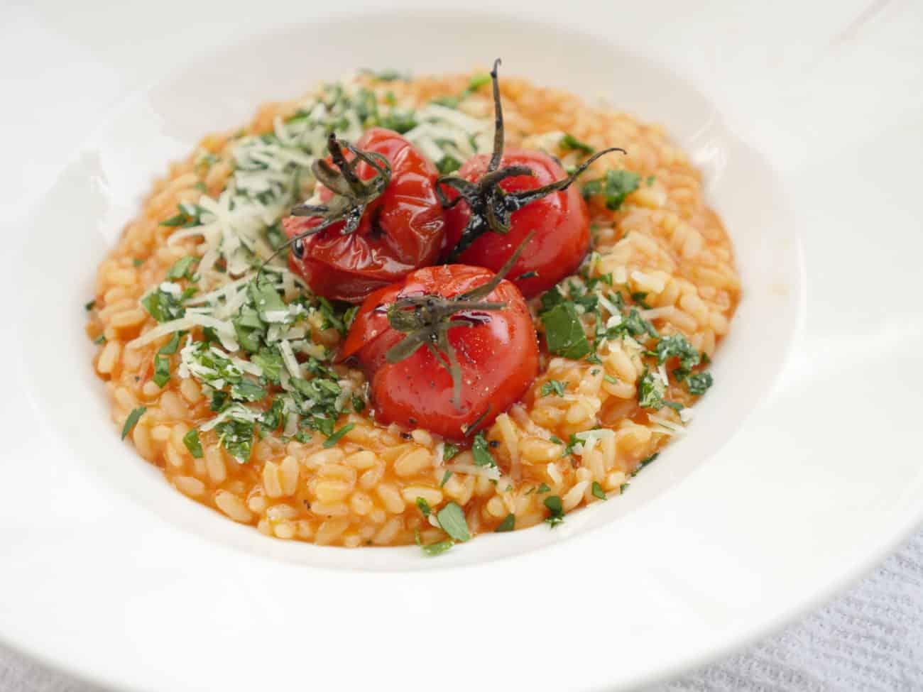 Tomatrisotto med gremolata och ugnsrostade tomater