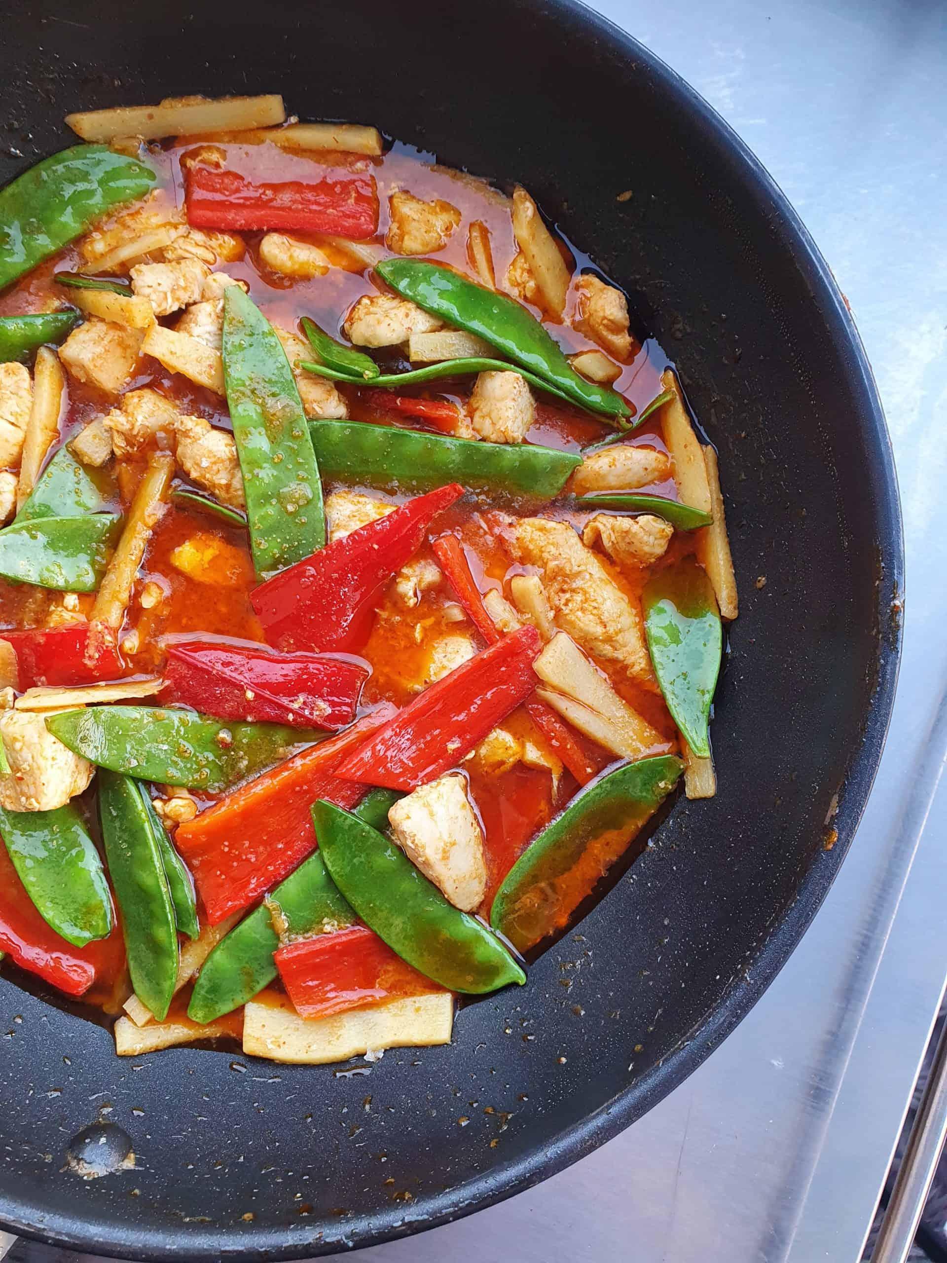 röd curry med kyckling