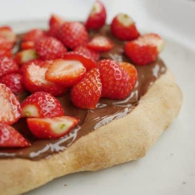 nutellapizza med jordgubbar