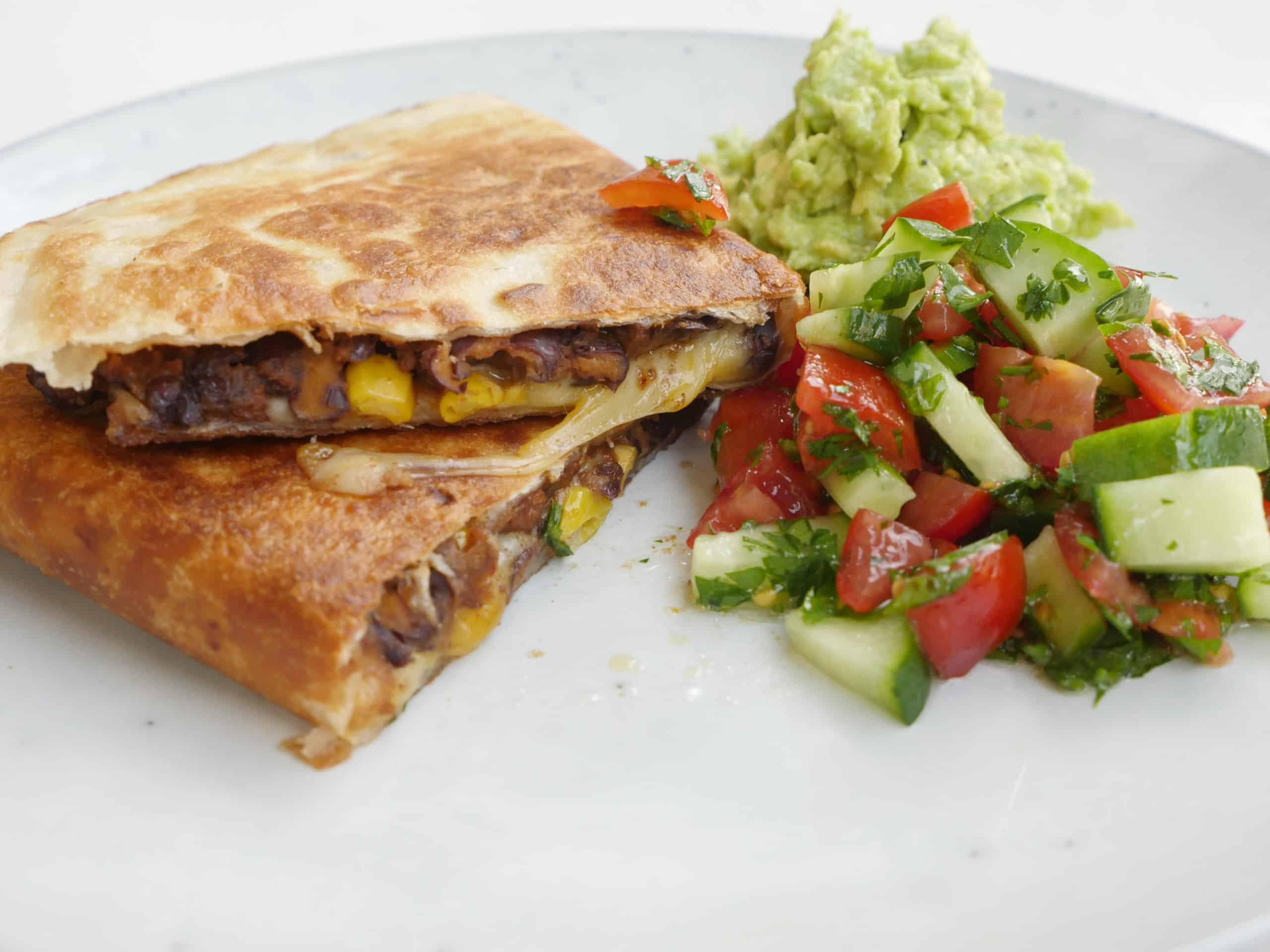 Quesadillas med bönor, majs och ost