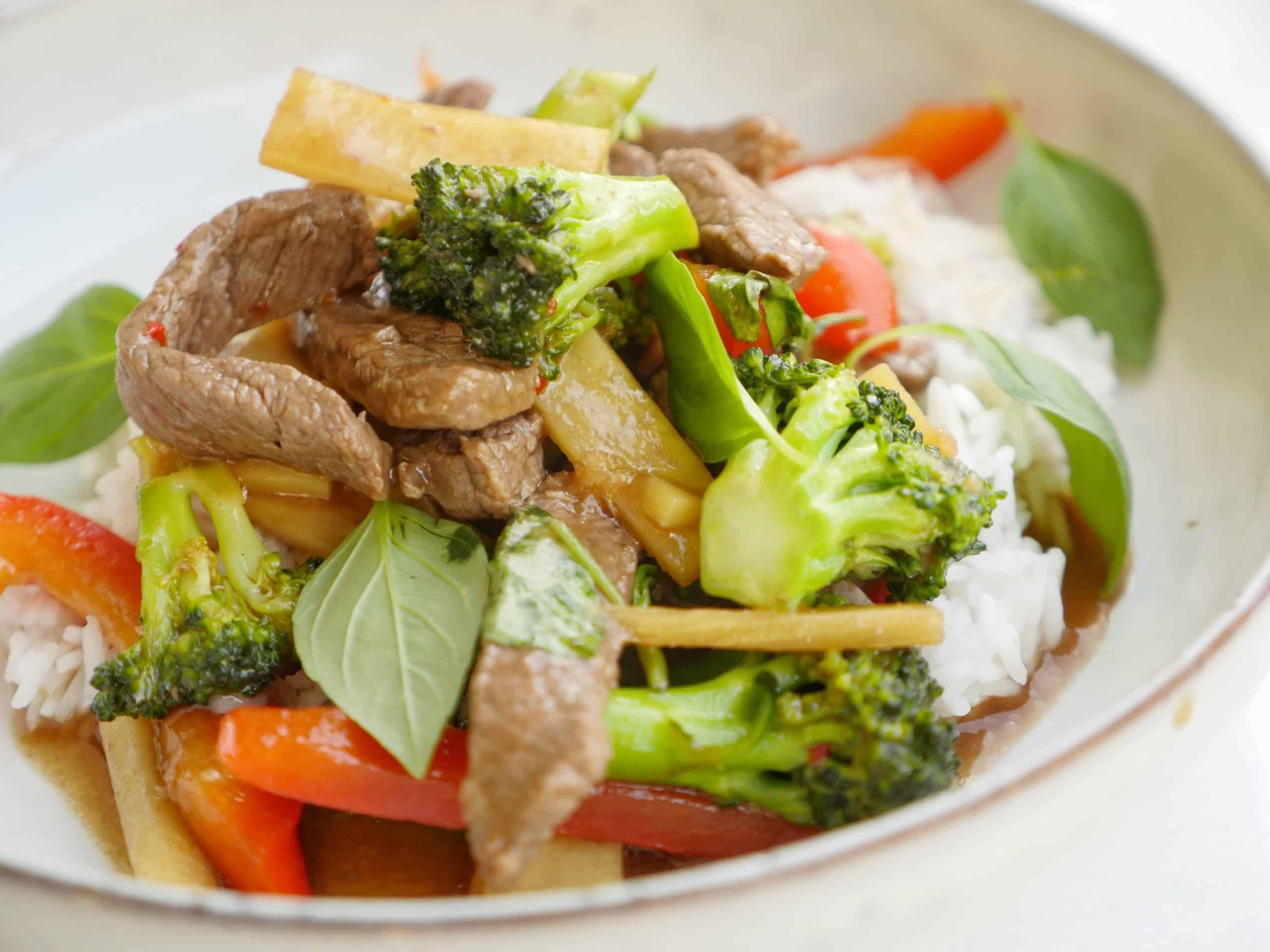 wok med biff och thaibasilika
