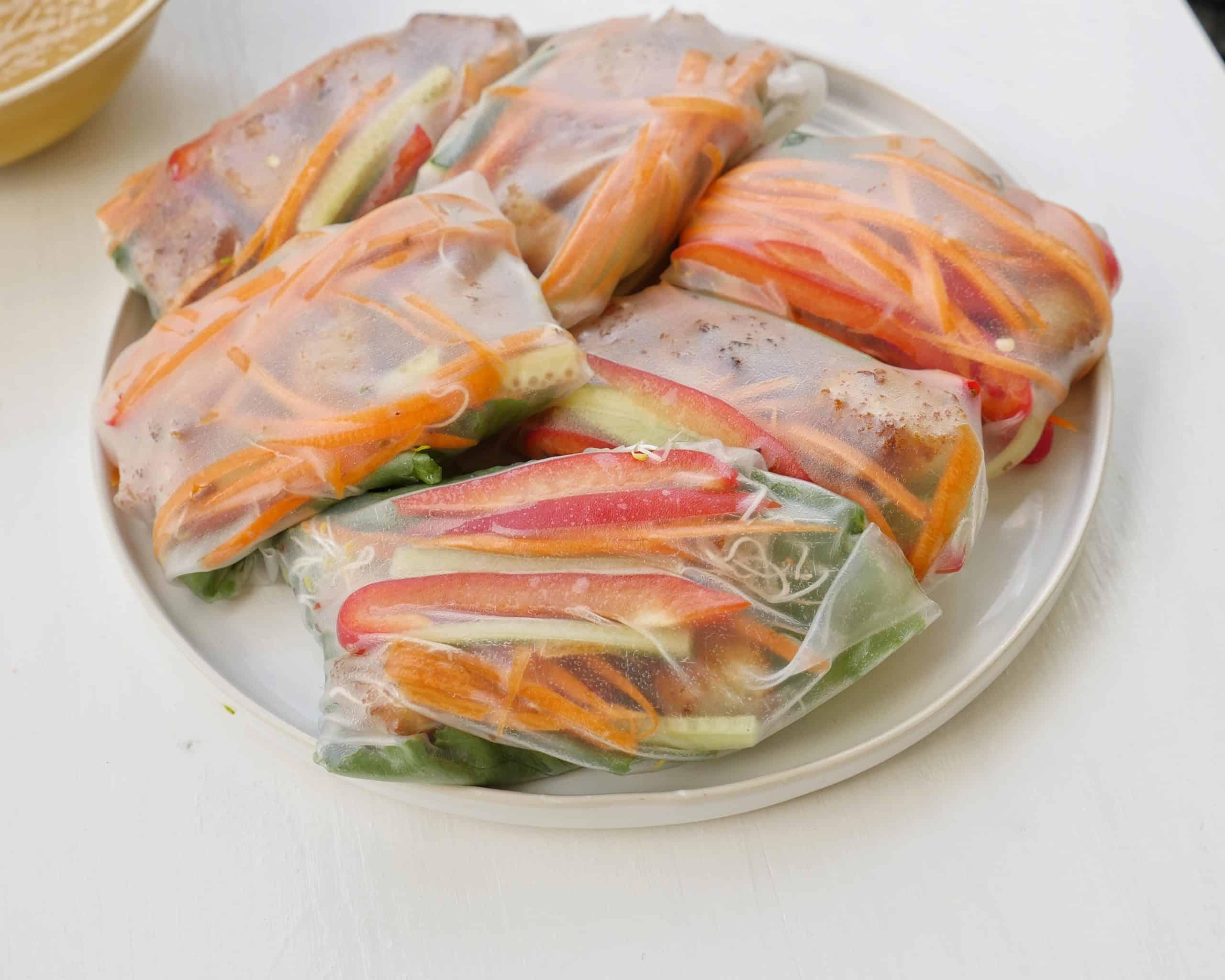 Vietnamesiska vårrullar med krispig tofu och jordnötssdressing