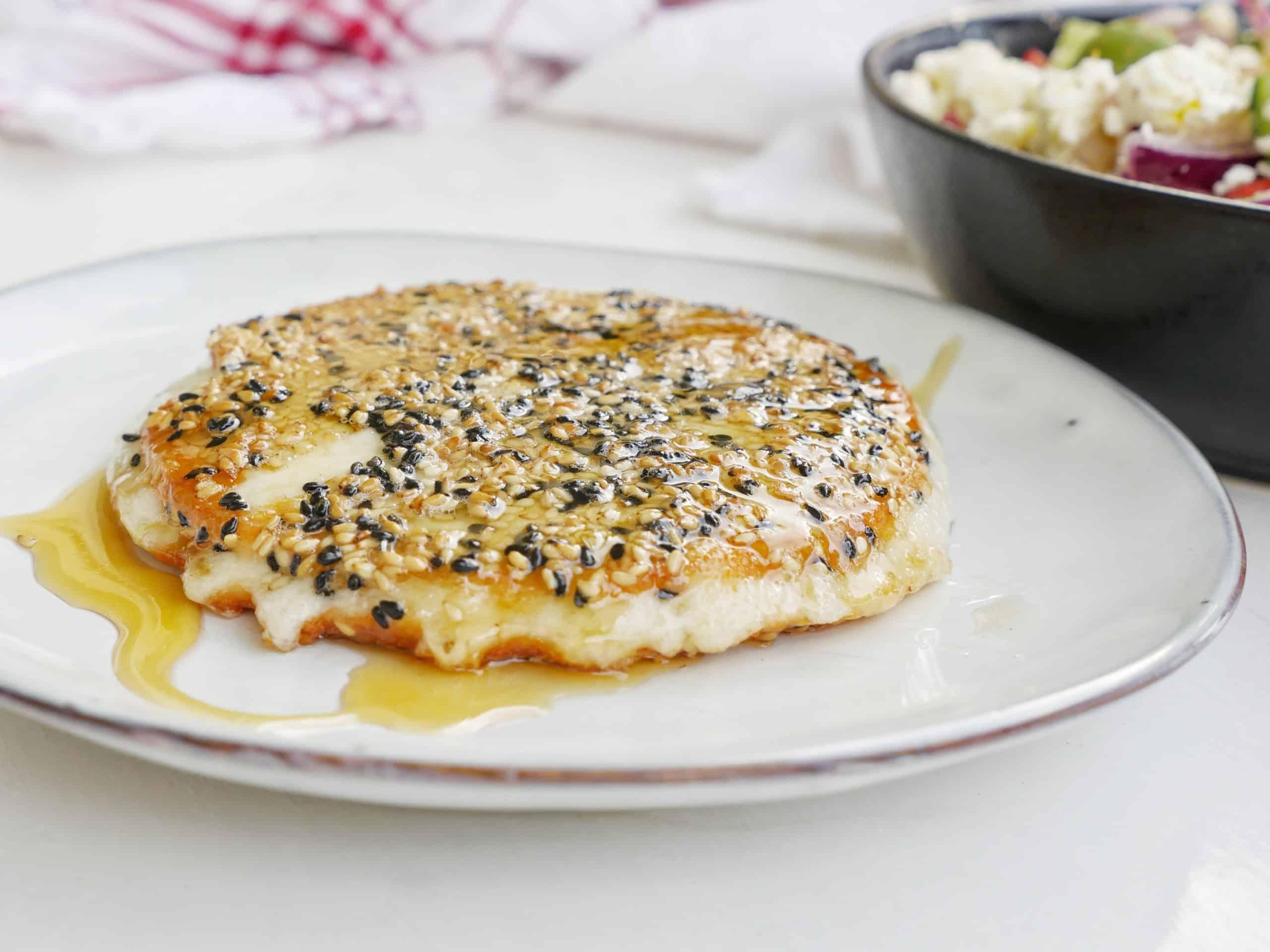 Saganaki ost med sesamfrön och honung