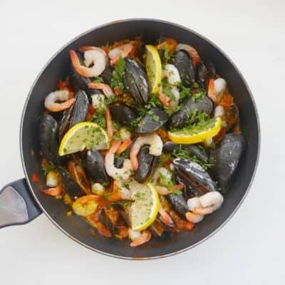 hemmagjord paella med skaldjur