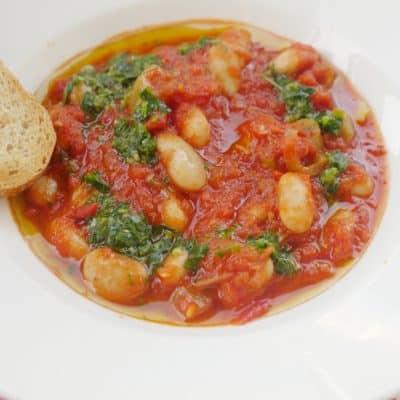 enkel böngryta i tomatsås