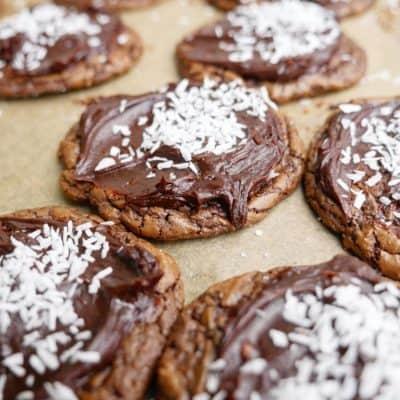 brownie cookies med kärleksmumsglasyr