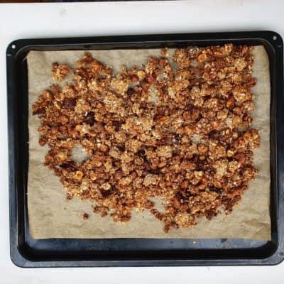hemmagjord granola med hasselnötter