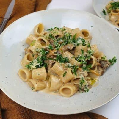 Krämig pasta med trattkantareller