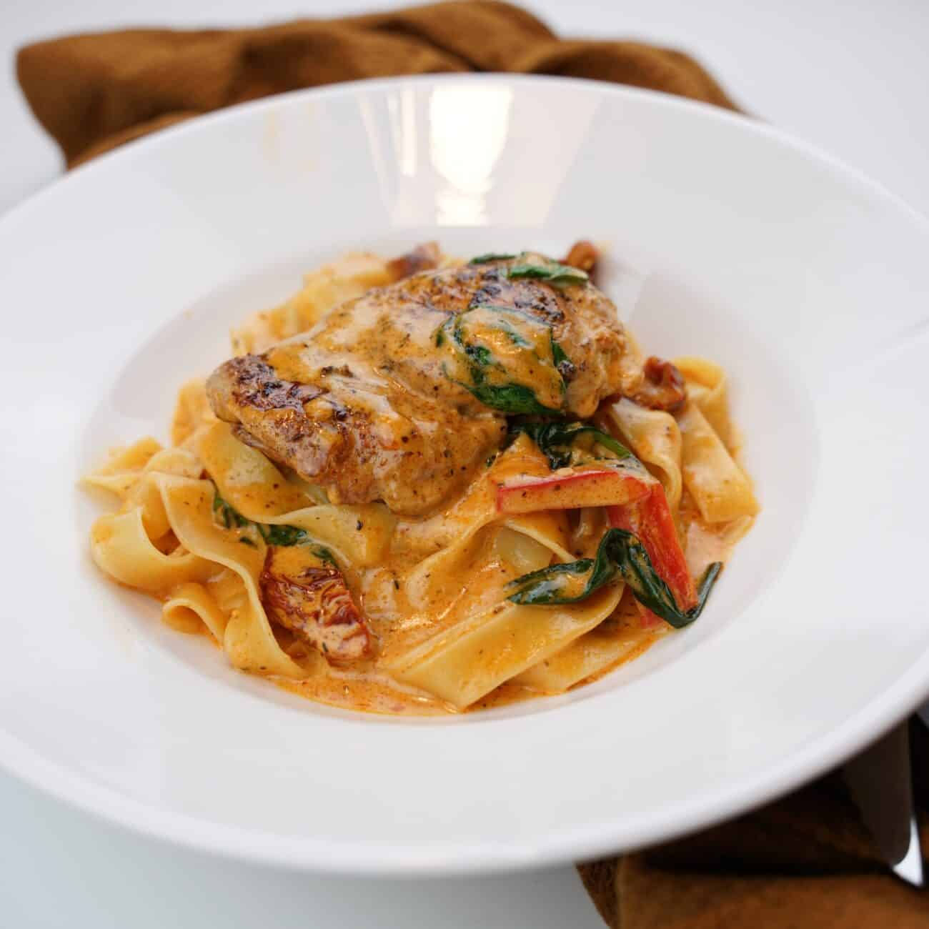 Krämig kyckling pasta – enkelt och väldigt gott
