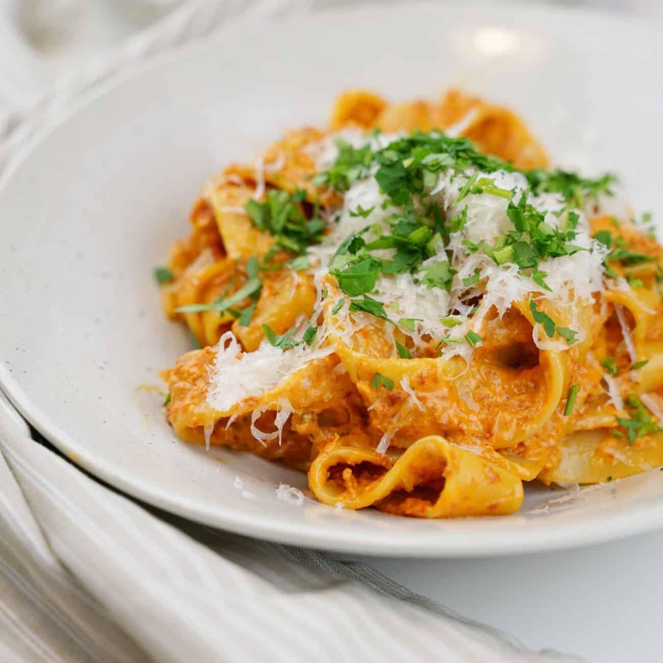 Snabb pasta med soltorkade tomater