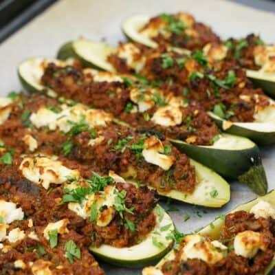 Vegetarisk färsfylld zucchini med fetaost