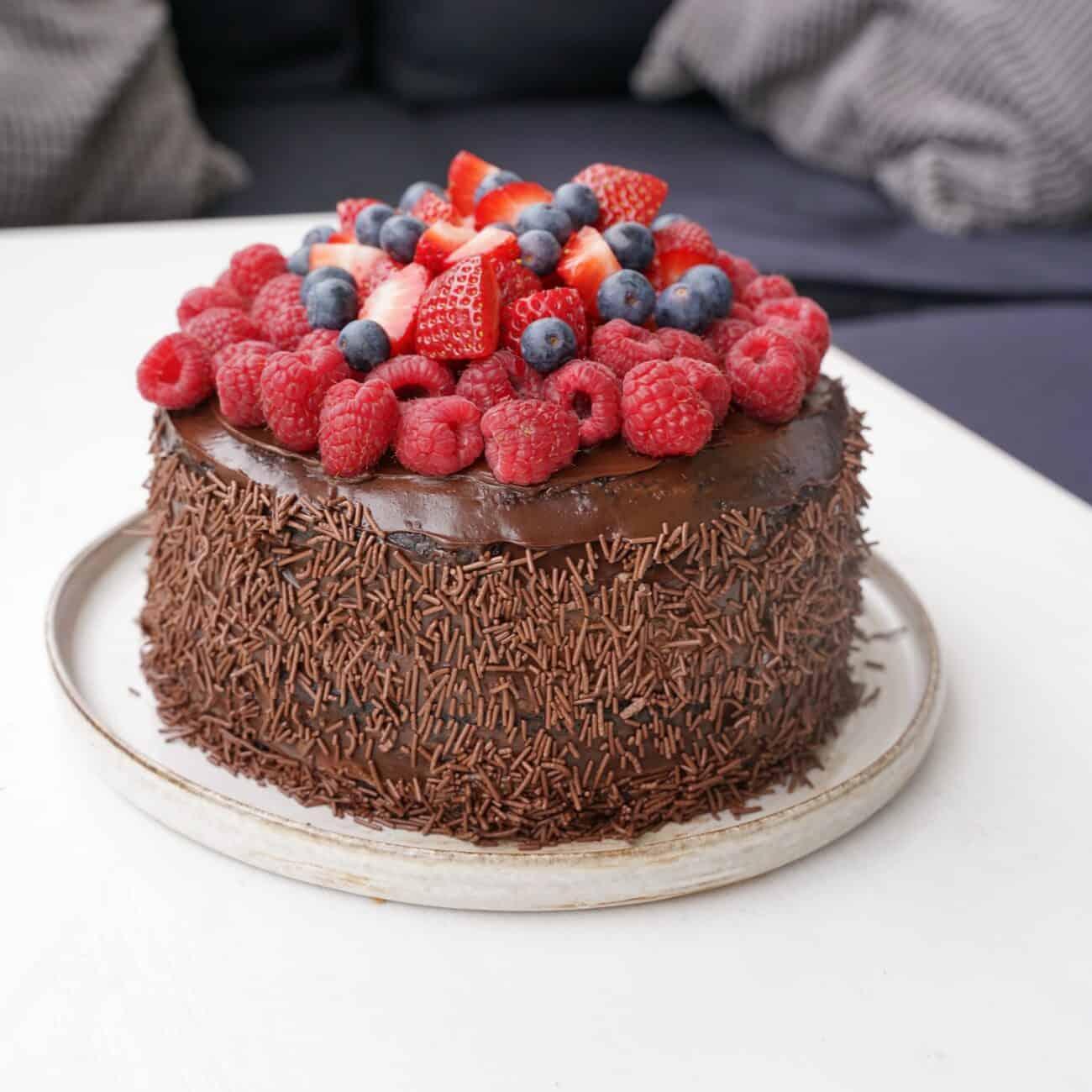Godaste chokladtårtan med mjölkchokladmousse och mörk chokladganache