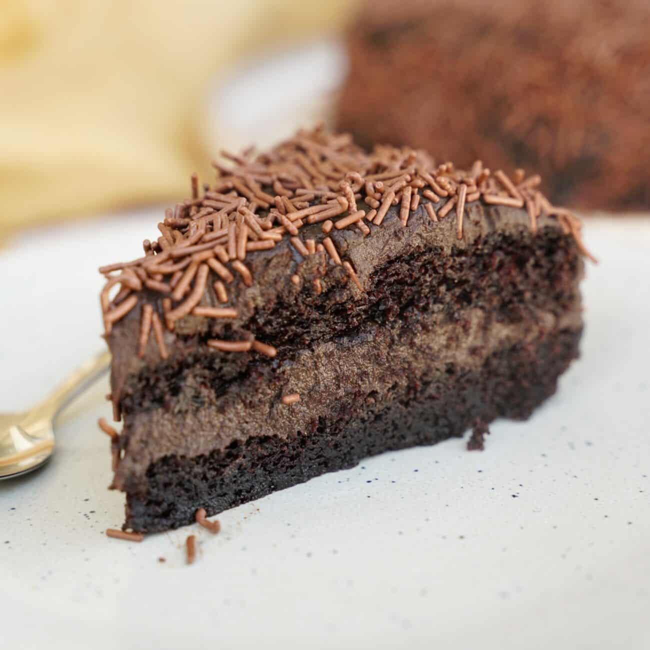 Brigaderiotårta – chokladtårta med fyllig chokladsmak